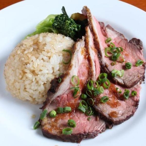 【肉と米の最強タッグ】肉汁と特製ソースのからまったガーリックライスをほおばる・・・無敵のサムネイル
